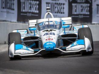 Jimmie Johnson durante una carrera en IndyCar (Foto: @CarvanaRacing)
